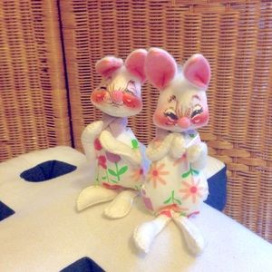 Vintage Annalee pair of Easter bunnies 92 set VGC